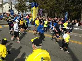 The mobility-impaired runners leave Hopkinton
