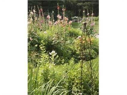 It has a cottage garden feel!