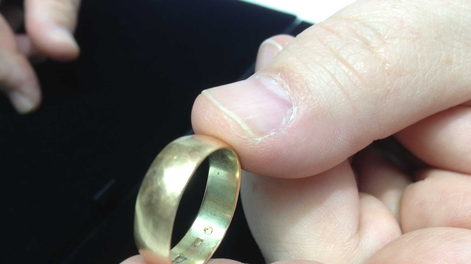 01-Oswald-wedding-ring.JPG
