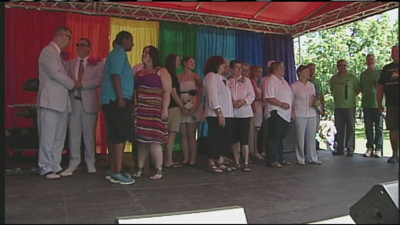 Ten same-sex couples tied the knot in a mass wedding ceremony as part of Southern Maine Pride. WMTW News 8's Meghan Torjussen reports.