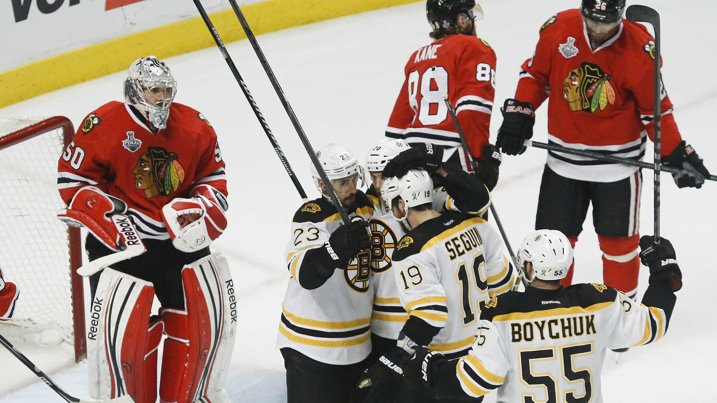 Bruins  celebrate goal vs Blackhawks 061513