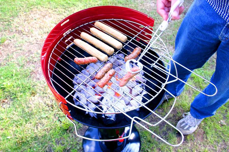 It's the outdoor grilling season and that means plenty of picnics and parties with lots of grilled goodies.