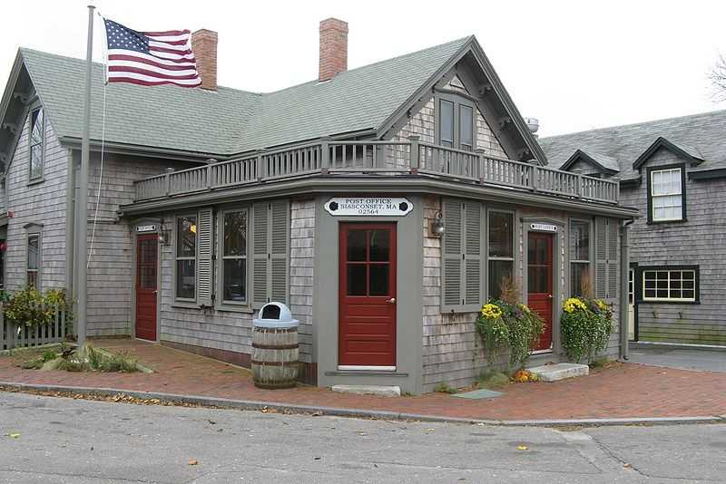 #63 In the Siasconset section of Nantucket, the median income for men is $66,010. For women, it is $43,942. That is a difference of $22,068.
