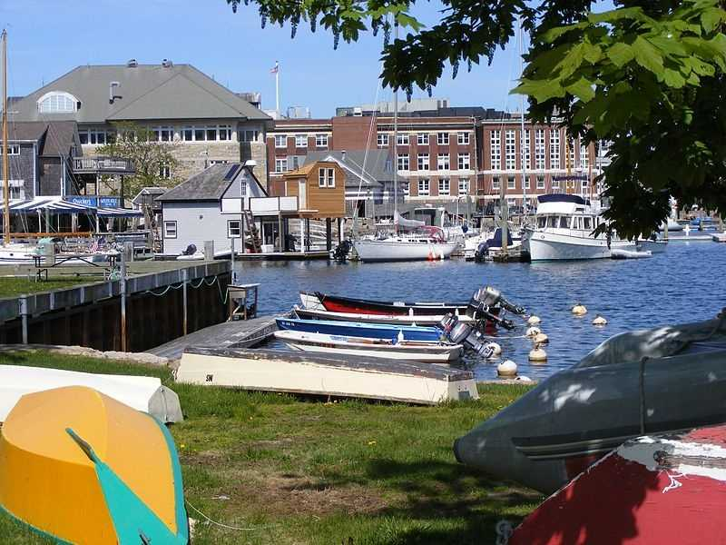 #6 In Woods Hole, the median income for men is $79,375. For women, it is $21,429. That is a difference of $57,946.
