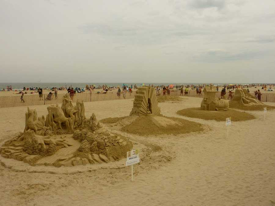 """The beach is a popular tourist destination and the busiest beach community in the state of New Hampshire.Hampton Beach State Park was named one of four """"Superstar"""" beaches in the U.S. in 2011.The Hampton Beach sand sculpture competition brings thousands to the area every June."""