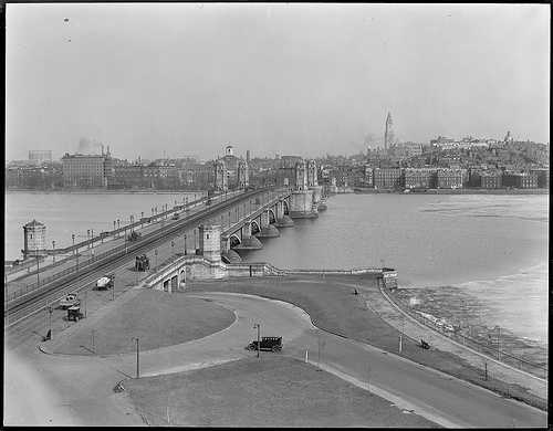 """View of the Longfellow, or """"Salt and Pepper,"""" Bridge in 1923"""