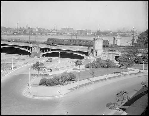 A train passes by on the Longfellow Bridge in 1931
