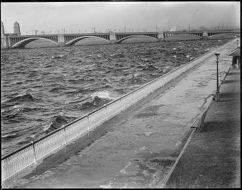 View of the Salt and Pepper Bridge from the Esplanade in 1930