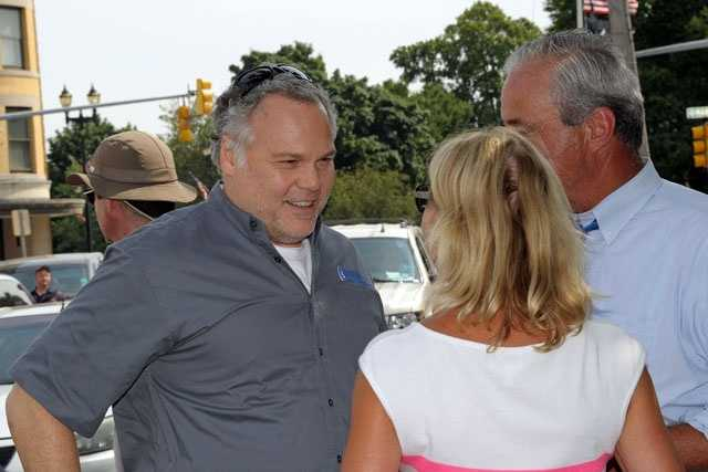 Actor Vincent D'Onofrio talks with Watertown Police Chief Ed Deveau.