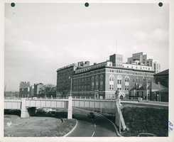 Massachusetts Eye and Ear Infirmery in center. Sheriff's house on right. Philips House of Massachusetts General Hospital at left in 1952