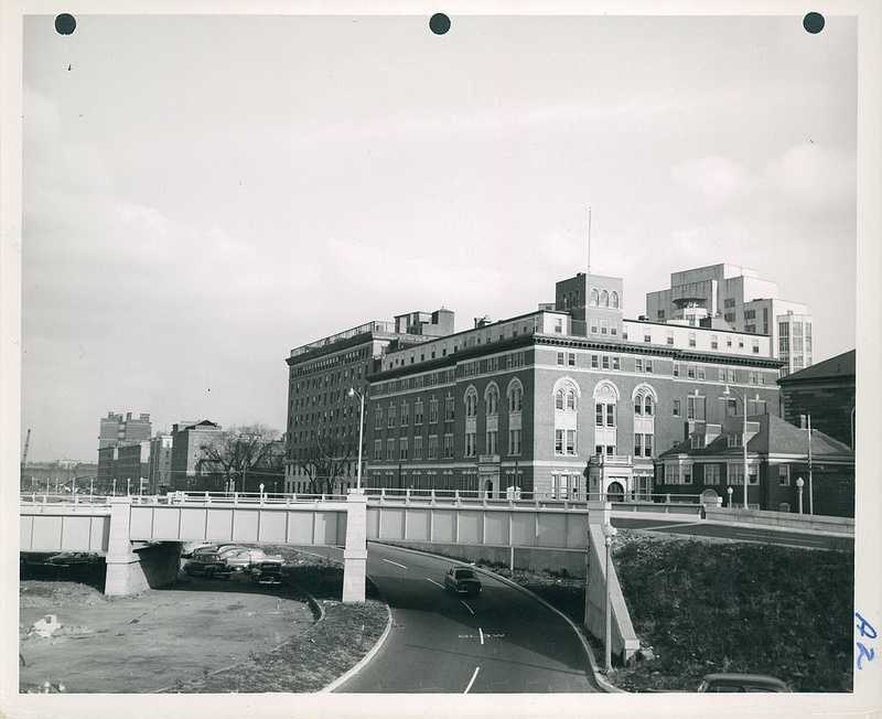 Massachusetts Eye and Ear Infirmery in center. Sheriff's house on right. Philips House of Massachusetts General Hospital at left in 1952