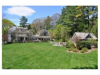 This estate is in the heart of Wellesley.