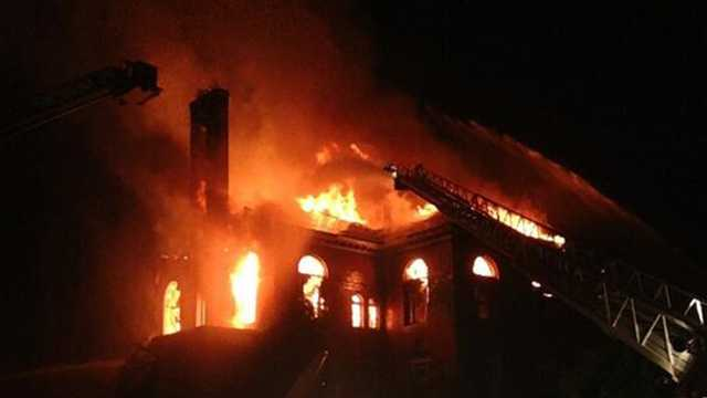 Firefighters battle 3-alarm blaze at abandoned building in Chelmsford