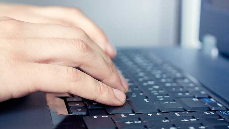 Computer hands on keyboard 090313