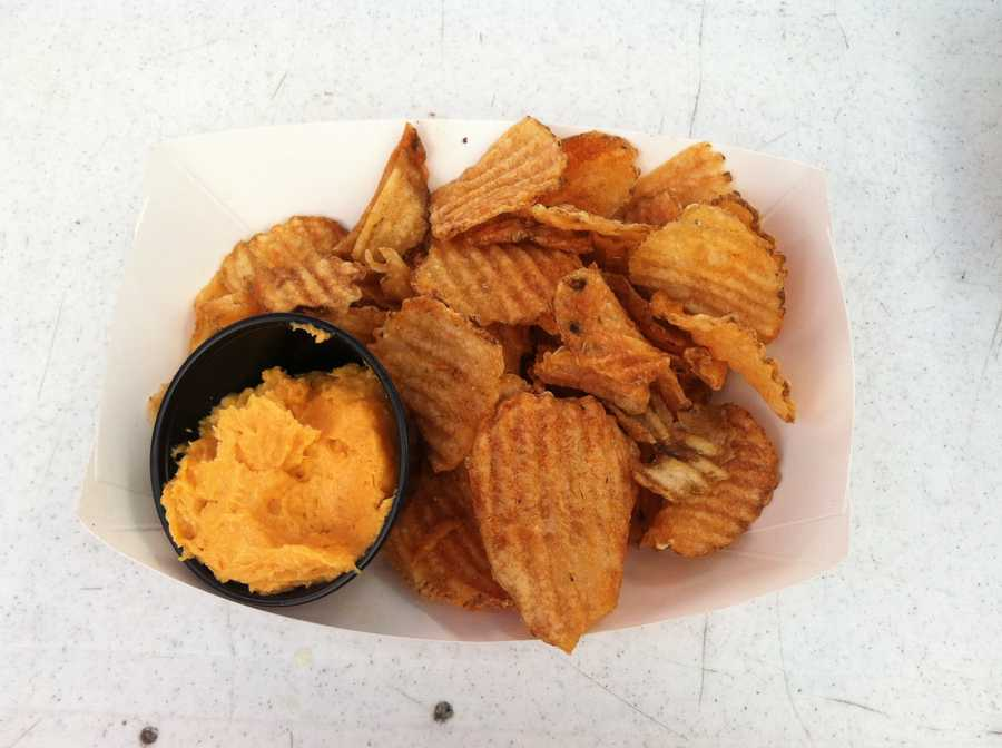 Chips with Vermont cheddar and horseradish dip