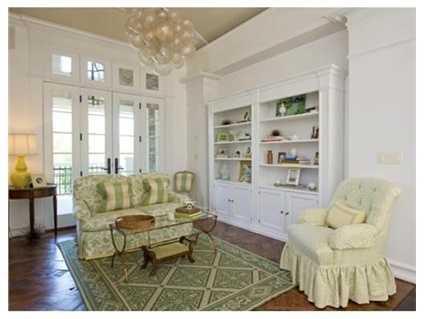 A cozy sitting area.