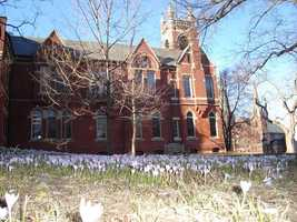 12)Smith College inNorthampton. With an enrollment of just over 3,100, 76 incidents of property crime were reported in 2012.