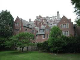 23)Wellesley College