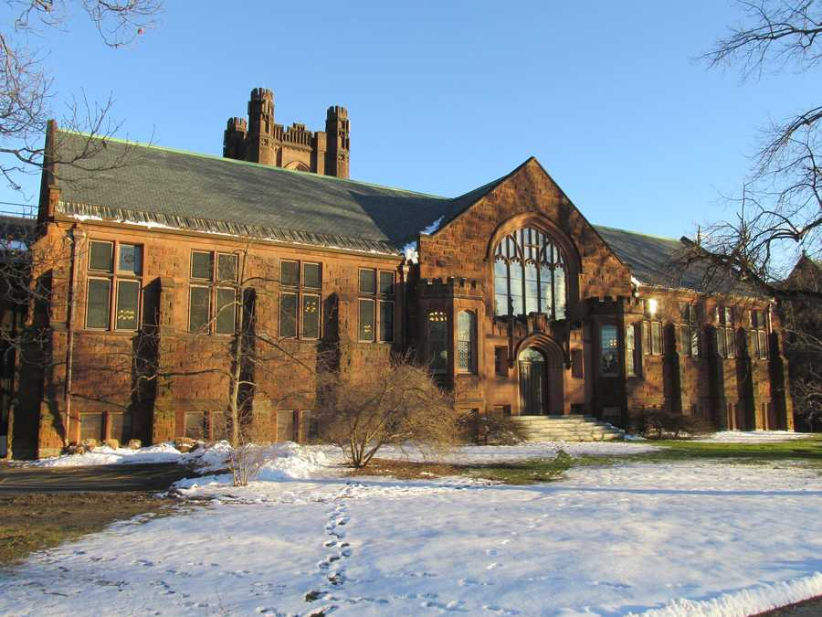 8)Mount Holyoke College inSouth Hadley. Enrollment at the school is just below 2,400. Police reported 121 property crime incidents in 2012, most for larceny/theft.