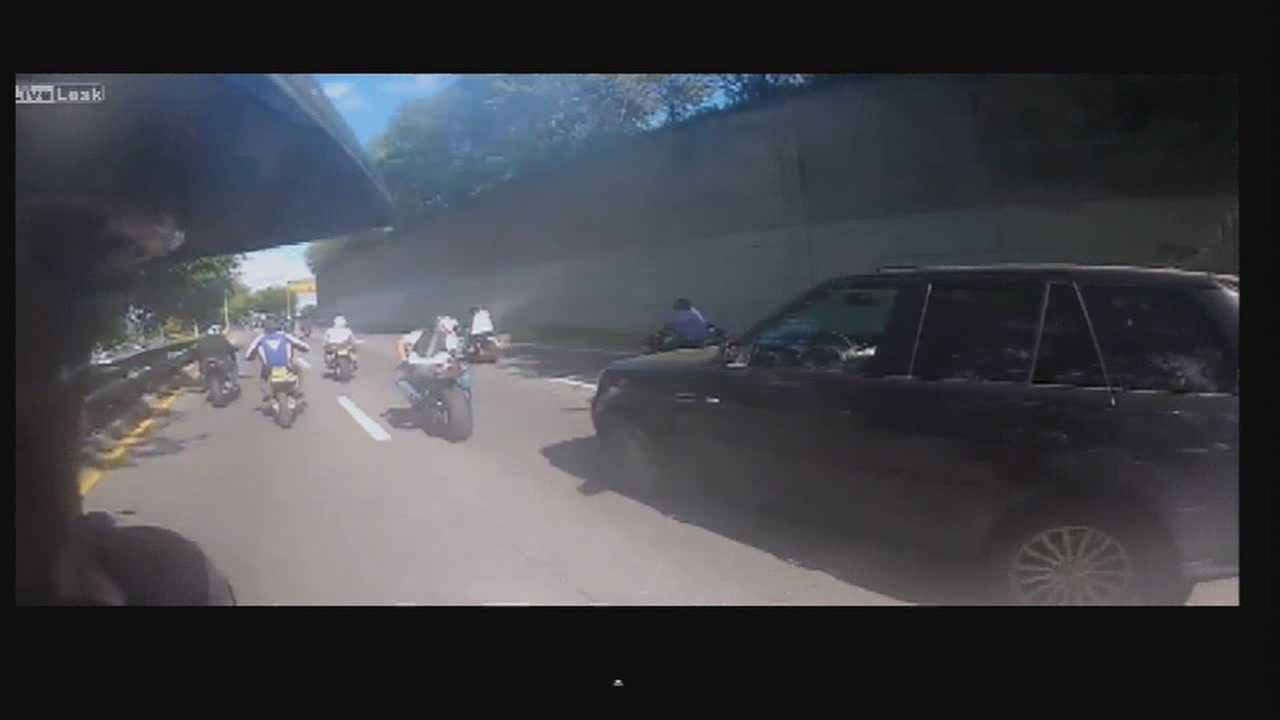 Motorcycle pack chases, beats SUV driver after crash