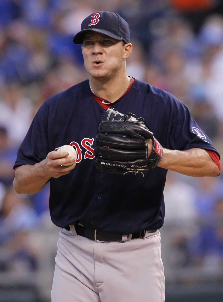 In 2005, Peavy finished the season with a 13–7 record, 2.88 ERA, a strikeout-to-walk ratio of over 4:1 and WHIP of 1.044.