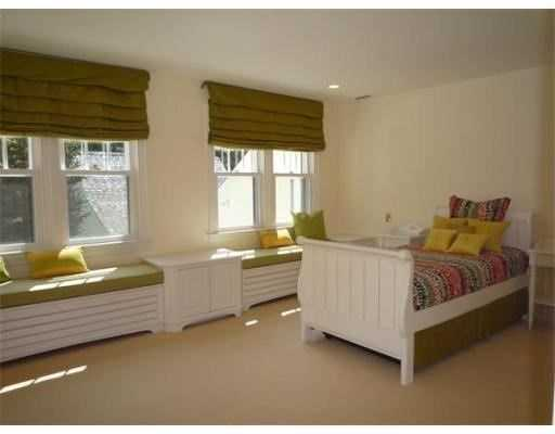 Each bedroom has an en suite bathroom.
