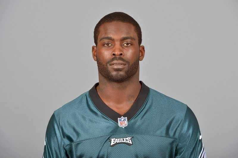 1) Michaek Vick - According to Forbes survey, 53% of people do not like the Philadelphia Eagles quarterback.NFL fans like him, but the wider audience still sees him as the 'dog-fighting guy.'