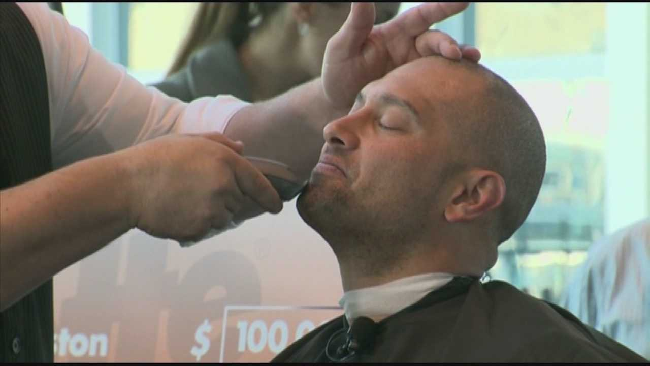 img-Red Sox stars David Ortiz Shane Victorino remove playoff beards for charity