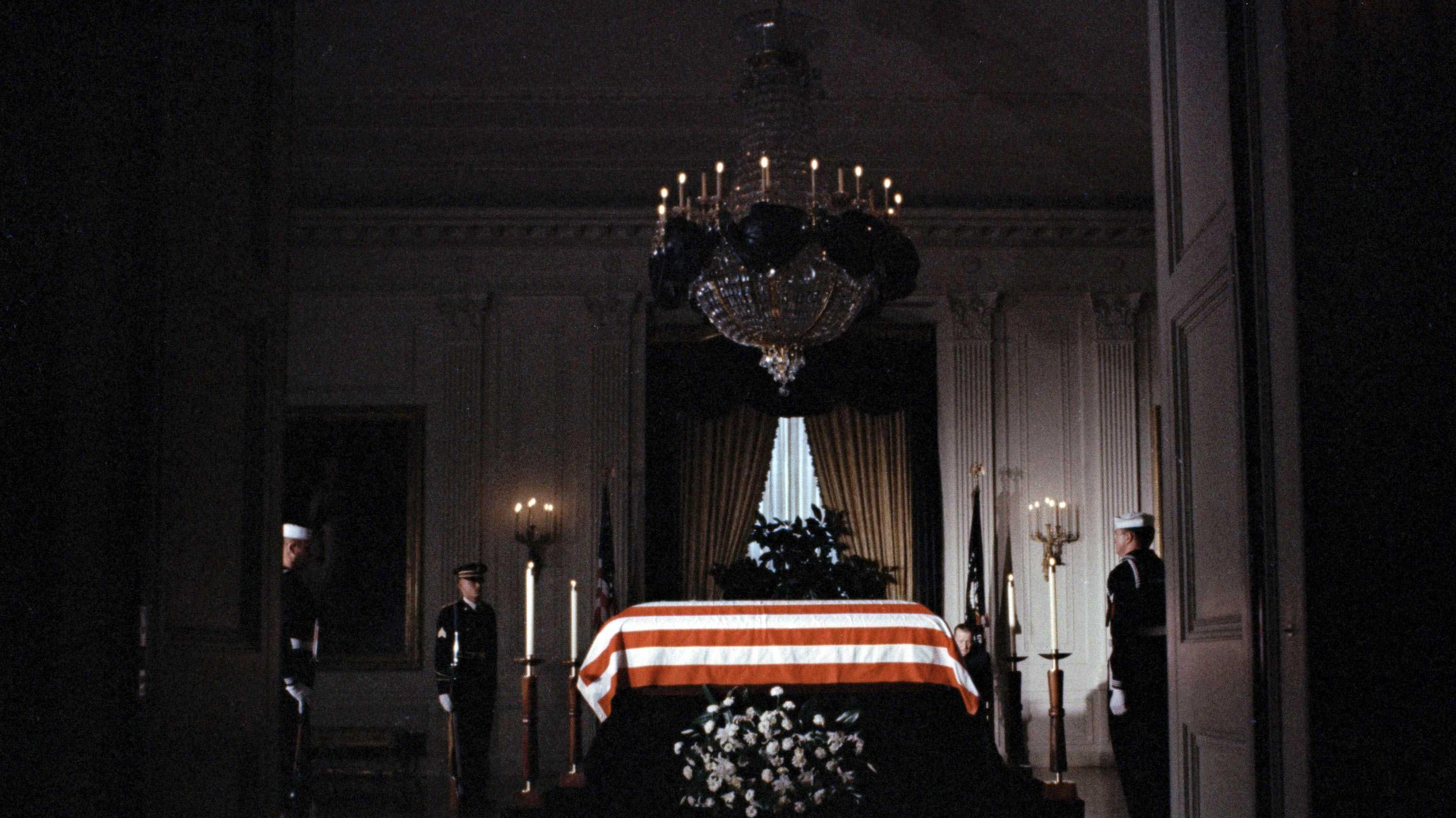 Kennedy coffin -118
