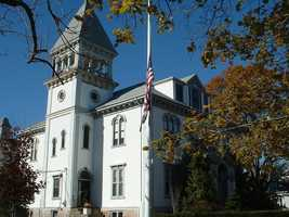 The top 5% of income in Plymouth County starts at household income of $227,435 compared to $230,189 in Massachusetts as a whole.