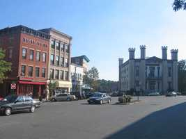 The top 5% of income in Hampshire County starts at household income of $187,948 compared to $230,189 in Massachusetts as a whole.