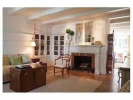 The home features 6 fireplaces.