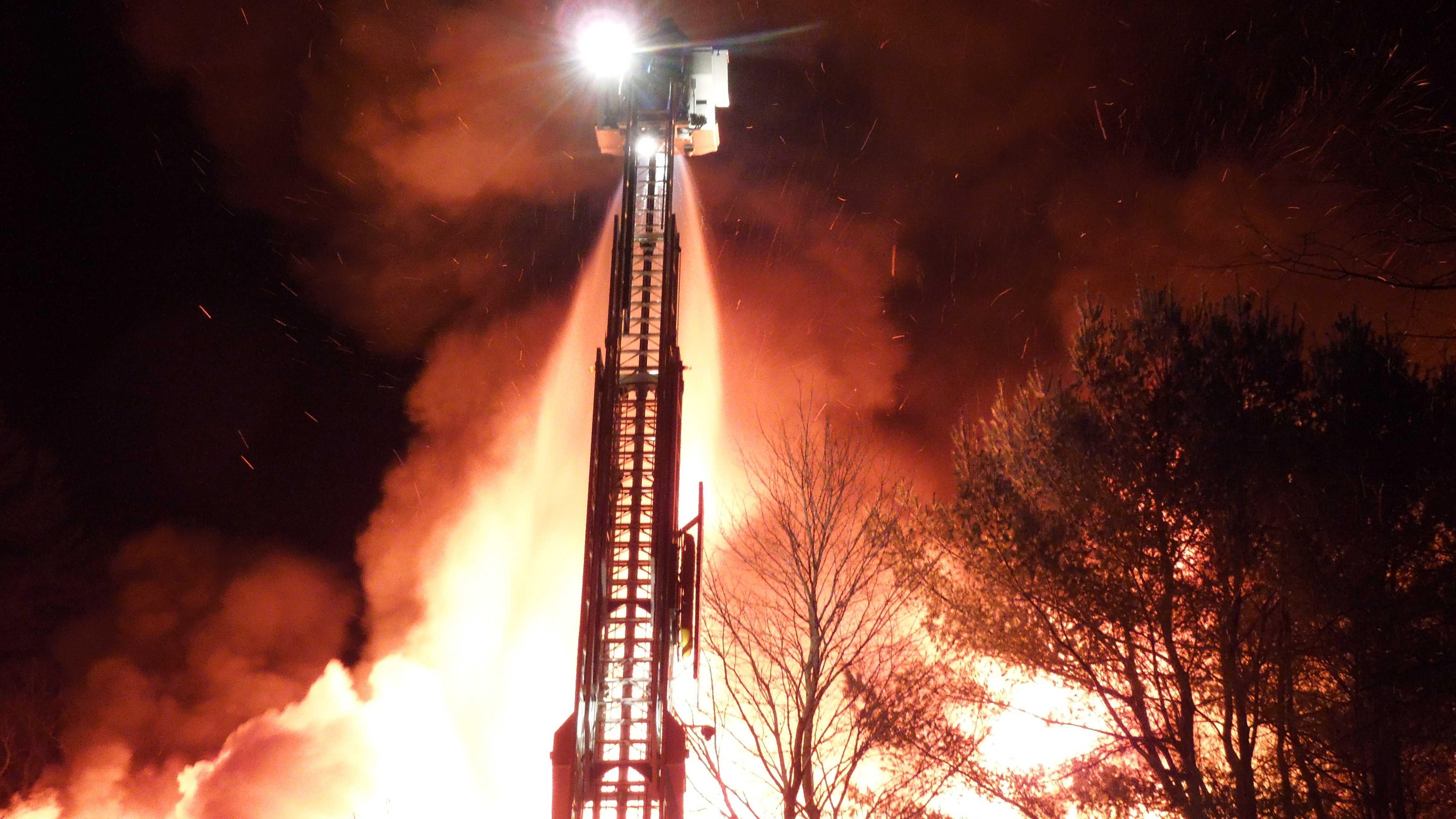 Woodshed restaurant fire 112913