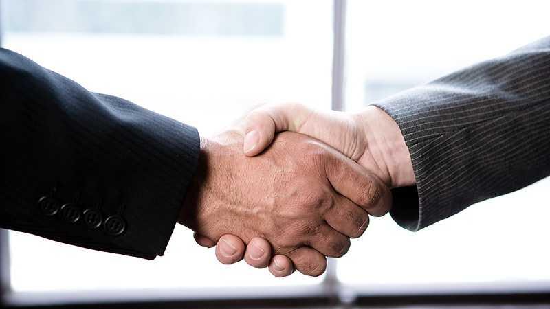 Men shaking hands 113.jpg
