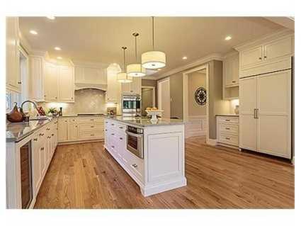 It's an expansive kitchen!