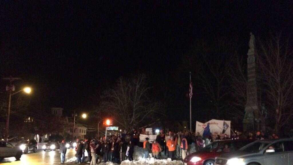 img-scott brown nashua protestors