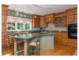 A spacious chef's kitchen w/ granite center island