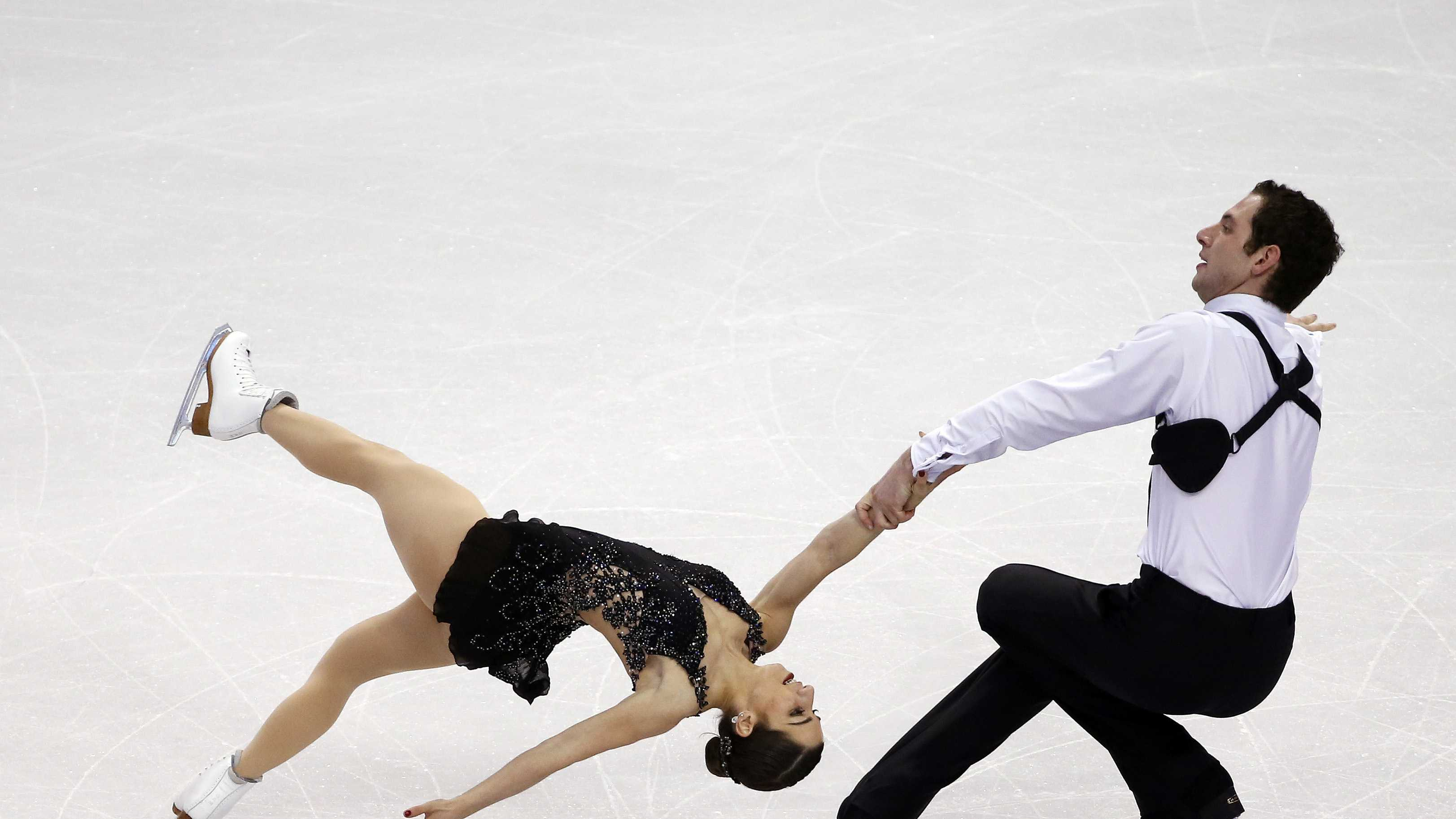 Marissa Castelli and Simon Shnapir compete during the pairs free skate at the U.S. Figure Skating Championships in Boston, Saturday, Jan. 11, 2014.
