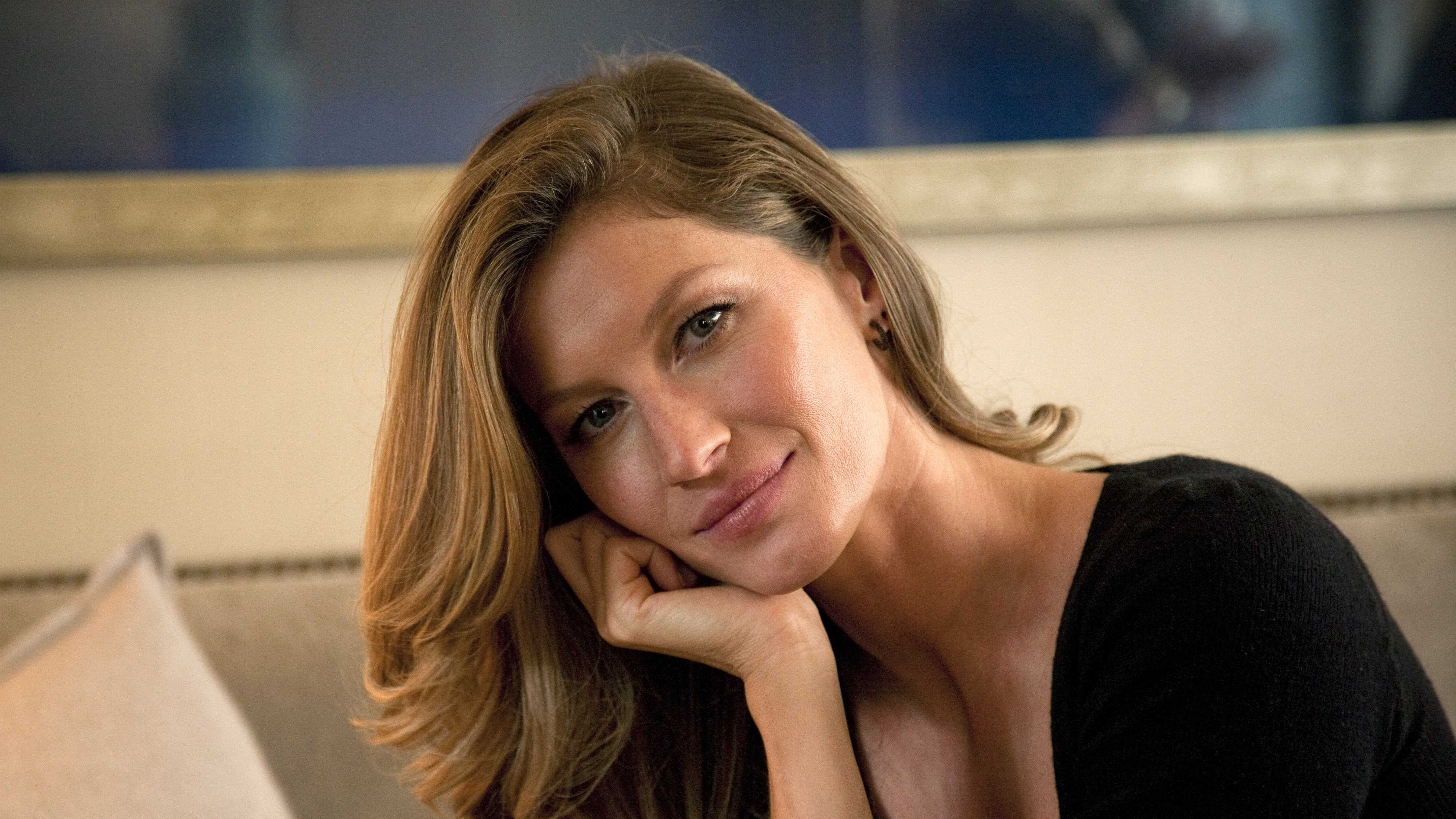 Gisele Bundchen Portrait photo 011414