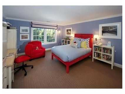 There are 5 additional bedrooms.