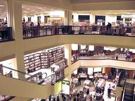 In 2011, the store became the last remaining national bookstore chain in America.