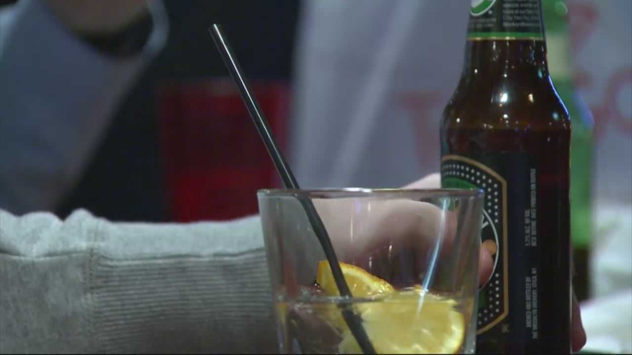 Mayor Marty Walsh wants to add some life to Boston's late night scene by proposing to keep bars and restaurants open until 3:30 a.m.