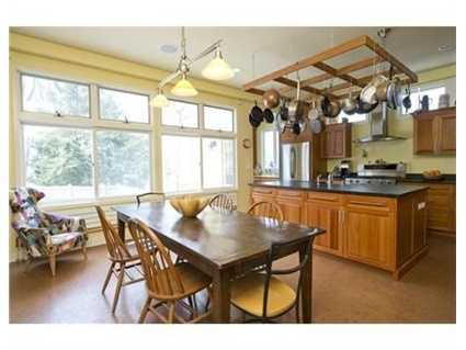 The 2011 kitchen overlooks the garden area and can be enjoyed by a bustling family dinner