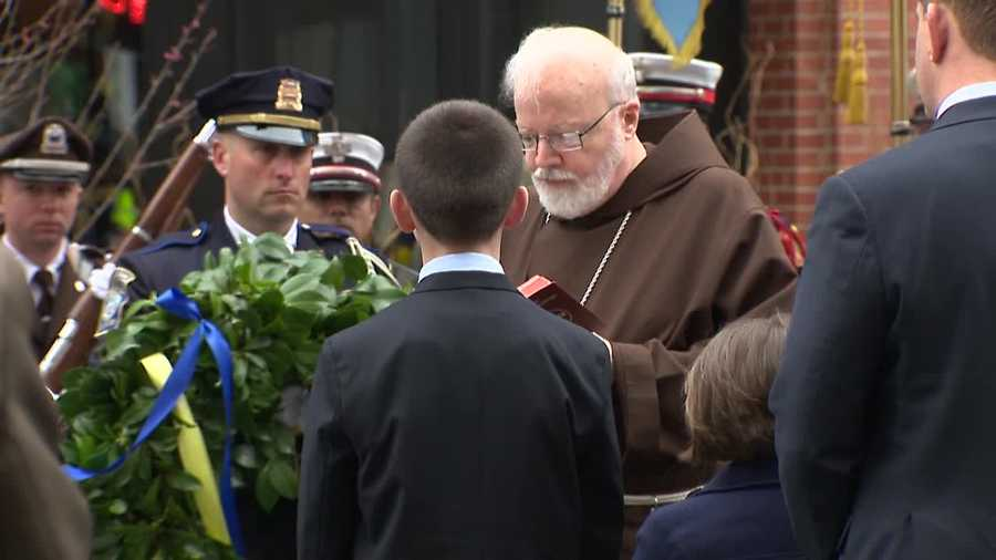 Henry and Jane Richard pray with Cardinal Sean O'Malley