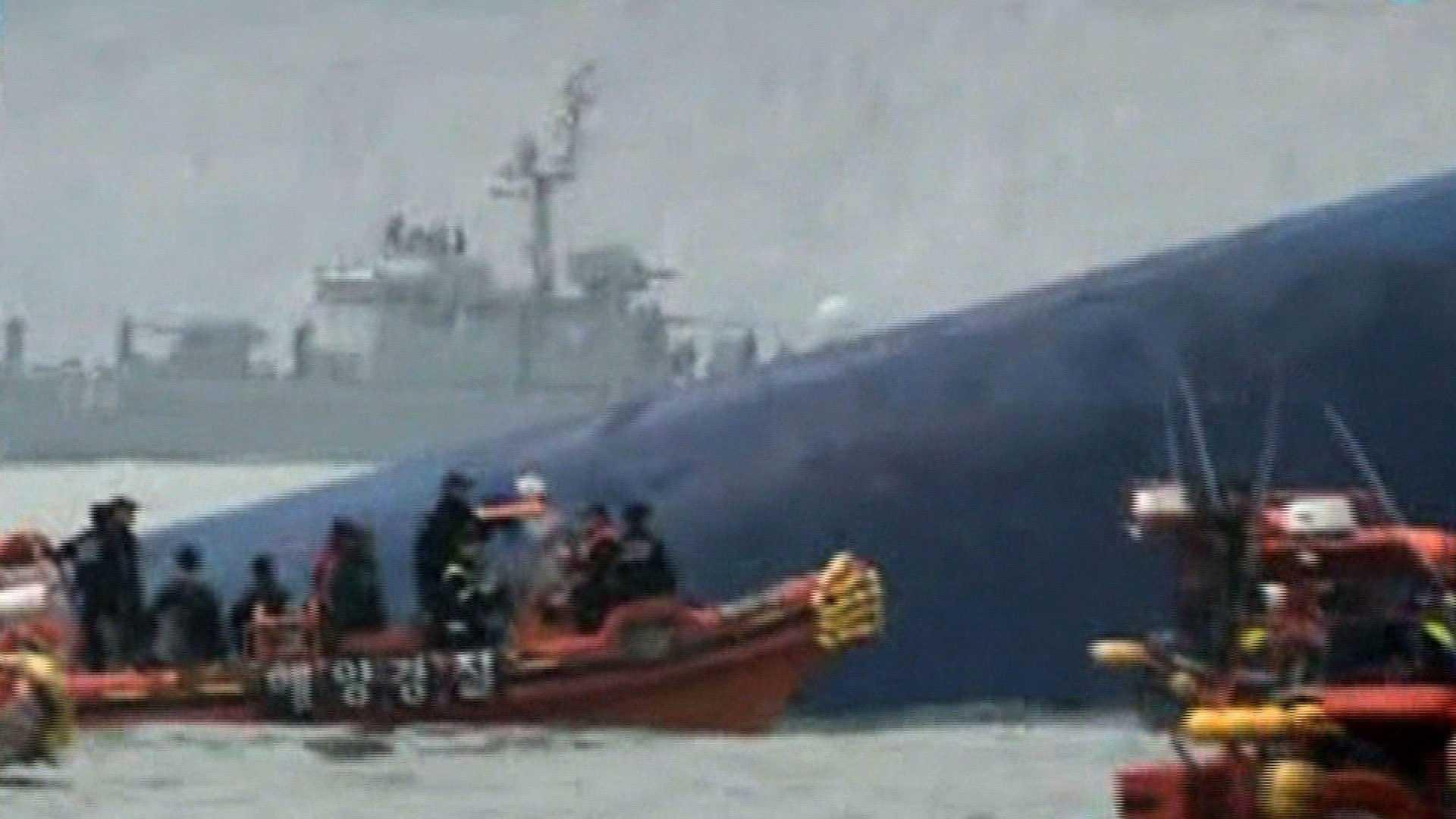 S. Korean ferry sinks 2.jpg