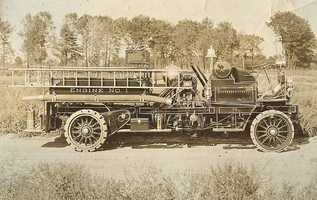 1907: World's first motorized fire wagon developed by Knox Manufacturing Company.