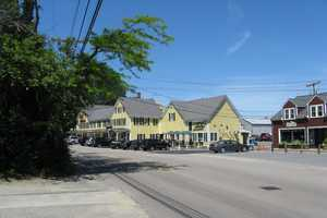3. Duxbury. 46 homes sold in Duxbury, an increase of 77% compared to Q1 2013 when there were 26 sales, putting it at #3 in the list of hottest towns for Q1 2014. The median price for a home in Duxbury is $420,000.