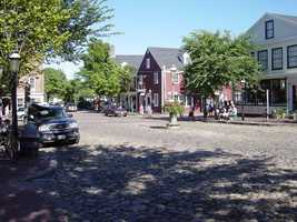 The median home price for a home in Nantucket is $1,125,001, the highest median home price for any town in our top 25 list, as well as the highest increase in price, at 52%. The population of Nantucket is 10,172, an increase of 7% since 2000.