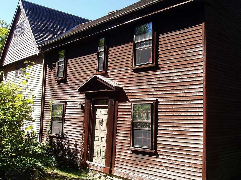 The Abraham Browne House, built circa 1694, is in Watertown.