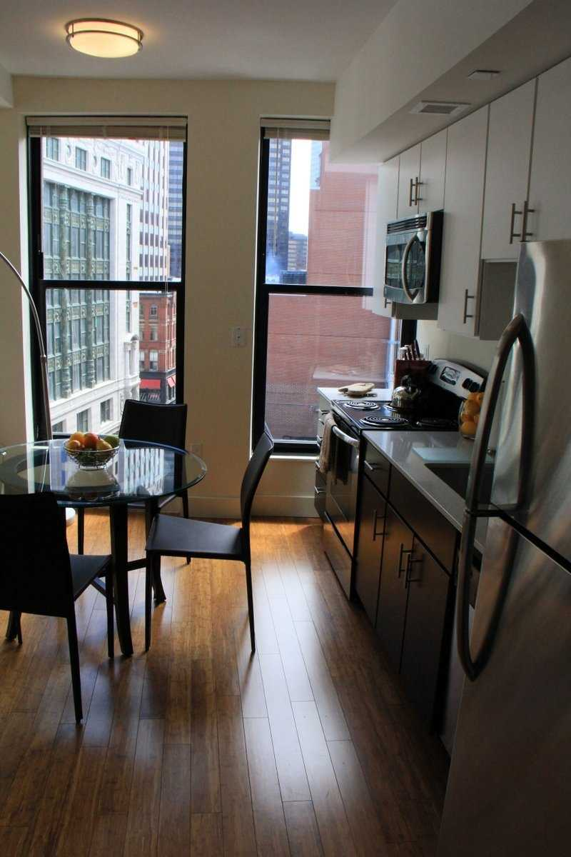 Hamilton Crossing features studio, one, and two bedroom apartments with hardwood floors, stainless steel appliances.